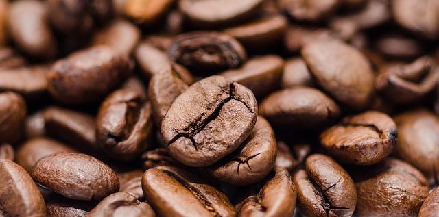 カフェインが入ったコーヒーは古い時代から親しまれてきました。