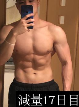 減量17日目の前からの腹筋収縮写真
